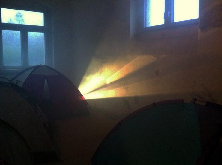 Zelte und Nebelmaschine, Foto: Hanne Lauch